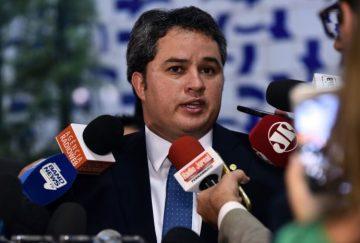 Efraim Filho destaca novo Fies e alerta para abertura de inscrições