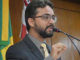 Vereador Tibério Limeira propõe modificações na publicação oficial do Município