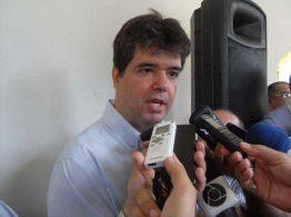 Ruy Carneiro defende imediata redução de cargas tributárias no país