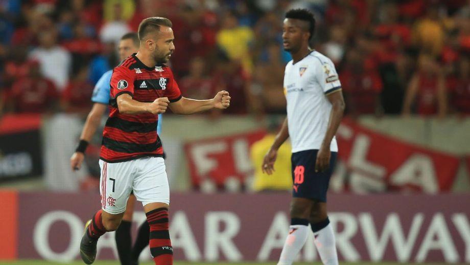 Everton Ribeiro comemora gol do Flamengo contra a LDU Getty Images