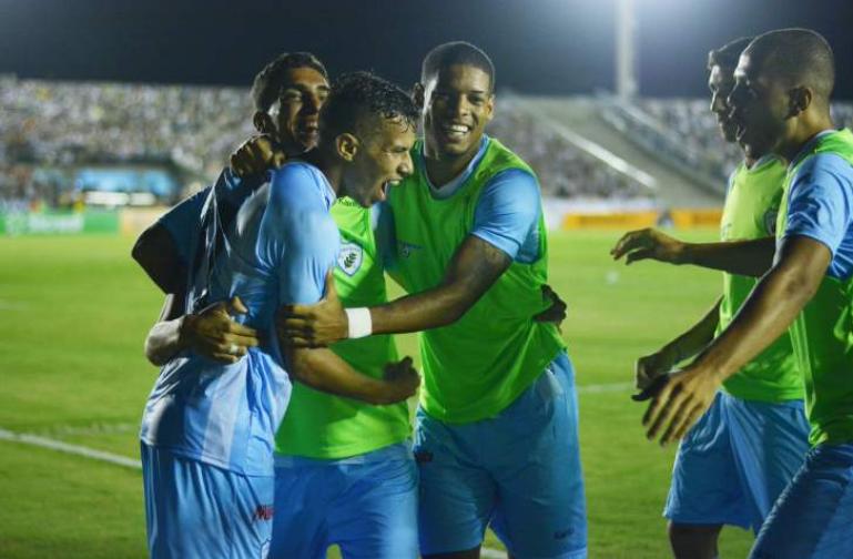 Londrina jogo com um a menos na maioria da partida (Gustavo Oliveira / Londrina)