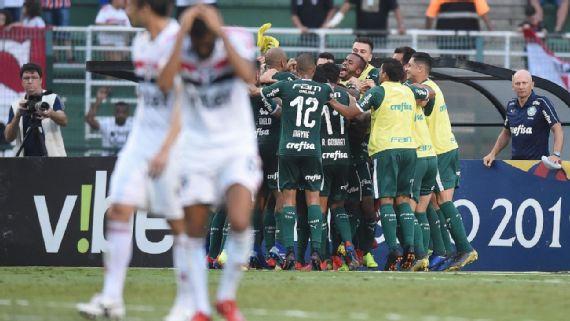 Jogadores do Palmeiras comemoram gol sobre o São Paulo (Gazeta Press)