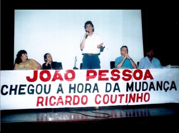 Imagem postada por Ricardo Coutinho lembra campanha de 2004 (Reprodução)