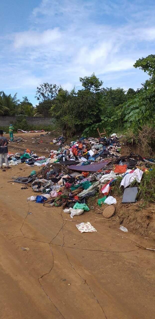 Resultado de imagem para Crime ambiental: três caçambas derramam lixo no Conde para criar graves problemas